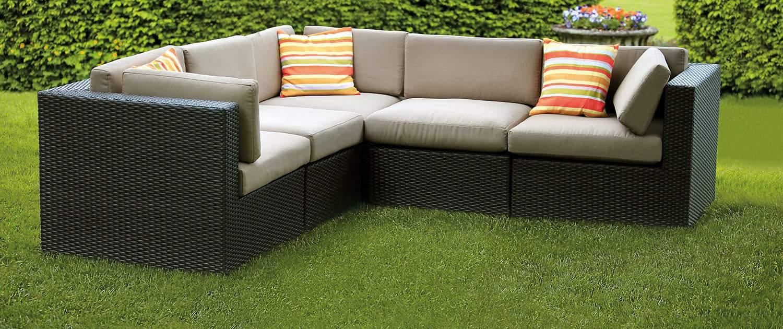 02 Garden Lounge Areas 1500x630px 150dpi